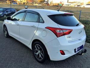 Hyundai i30 1.6 GLS/PREMIUM - Image 4