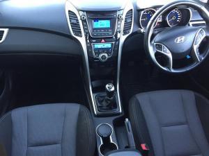 Hyundai i30 1.6 GLS/PREMIUM - Image 8