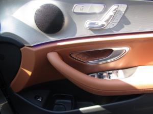Mercedes-Benz E 400 - Image 17