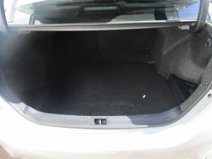 Toyota Corolla 1.6 Prestige - Image 2
