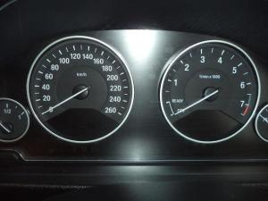 BMW 3 Series 320i - Image 7