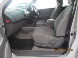 Toyota Hilux 3.0D-4D Xtra cab Raider - Image 8