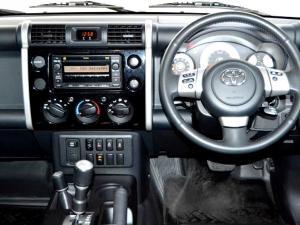 Toyota L/CRUISER FJ 4.0 V6 Sport Cruiser - Image 11