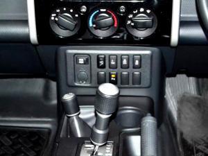 Toyota L/CRUISER FJ 4.0 V6 Sport Cruiser - Image 12