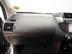 Toyota Prado VX 4.0 V6 automatic - Image 12