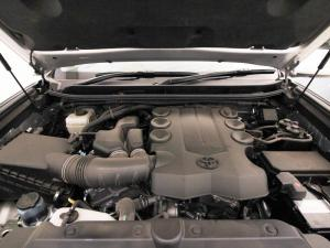 Toyota Prado VX 4.0 V6 automatic - Image 7