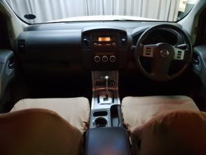 Nissan Navara 2.5dCi double cab 4x4 LE auto - Image 7