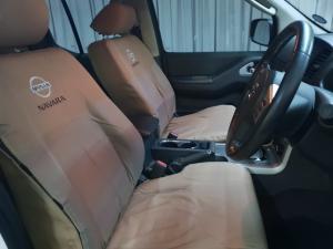 Nissan Navara 2.5dCi double cab 4x4 LE auto - Image 9