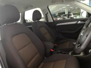 Audi Q3 2.0 TDI - Image 8