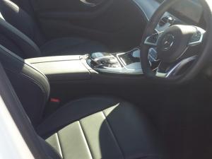 Mercedes-Benz E 220d AMG - Image 4