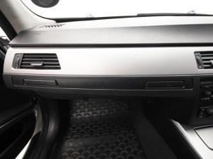 BMW 320i - Image 11