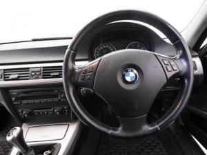 BMW 320i - Image 12