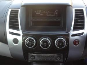 Mitsubishi Pajero Sport 3.2 Di-D GLS automatic - Image 11