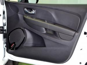 Renault Clio IV 900T Authentique 5-Door - Image 32