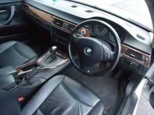BMW 330i automatic - Image 6