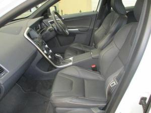 Volvo XC60 D4 R- Design Geartronic - Image 8