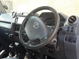 Toyota Land Cruiser 79 4.2DS/C - Image 5