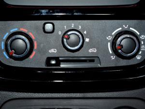 Renault Kwid 1.0 Dynamique 5-Door automatic - Image 23