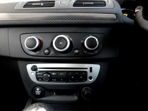 Renault Megane III 1.6 Dynamique 5-Door - Image 15