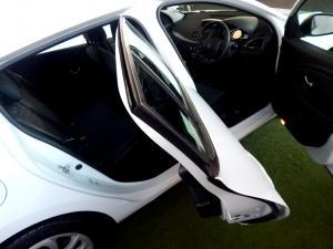 Renault Megane III 1.6 Dynamique 5-Door - Image 24