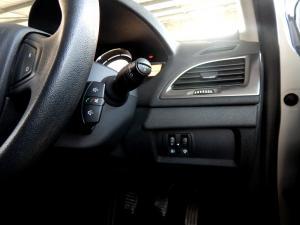 Renault Megane III 1.6 Dynamique 5-Door - Image 9