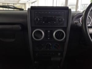 Jeep Wrangler 3.8 Unltd Sahara automatic - Image 13