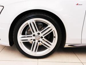 Audi A4 2.0 TDI SE - Image 6