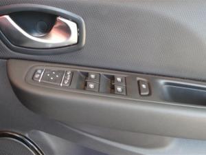 Renault Clio IV 900 T Dynamique 5-Door - Image 17