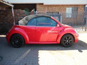 Volkswagen Beetle 2.0 Cabriolet - Image 2