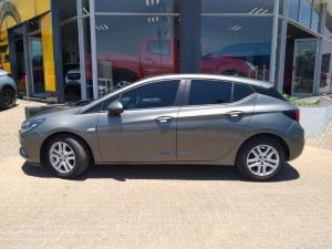 Opel Astra 1.0T Essentia - Image 2