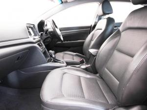 Hyundai Elantra 1.6 Executive automatic - Image 8