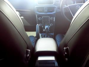 Volvo V40 CC D3 Momentum Geartronic - Image 14