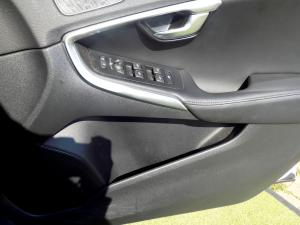 Volvo V40 CC D3 Momentum Geartronic - Image 17