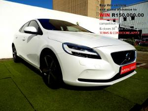 Volvo V40 CC D3 Momentum Geartronic - Image 1