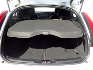 Volvo V40 CC D3 Momentum Geartronic - Image 9