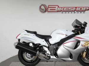 Suzuki GSX 1300RA - Image 7