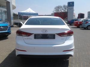 Hyundai Elantra 1.6 Executive auto - Image 5
