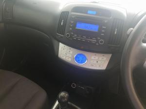 Hyundai Elantra 1.6 - Image 9