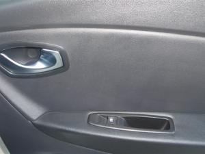 Renault Captur 1.2T Dynamique 5-Door - Image 24