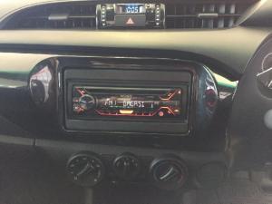 Toyota Hilux 2.0 - Image 13