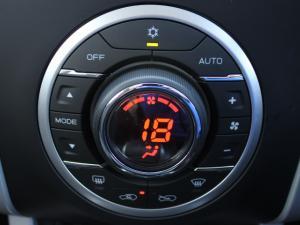 Isuzu D-MAX 300 LX automatic D/C - Image 11