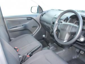 Isuzu D-MAX 250C S/C - Image 10