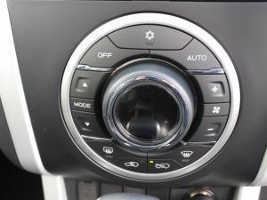 Isuzu MU-X 3.0D 4X4 automatic - Image 6