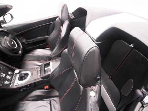 Aston Martin Vantage Roadster - Image 12