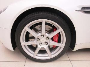 Aston Martin Vantage Roadster - Image 6