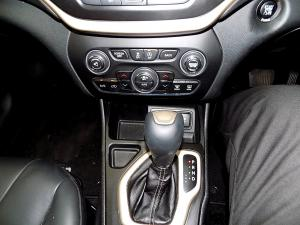 Jeep Cherokee 3.2 Limited automatic - Image 11