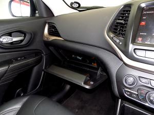 Jeep Cherokee 3.2 Limited automatic - Image 22