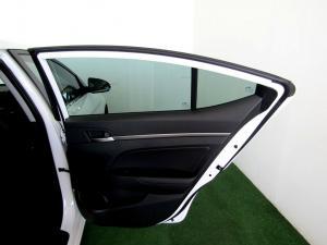 Hyundai Elantra 1.6 Executive - Image 3