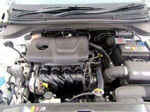 Hyundai Elantra 1.6 Executive - Image 10