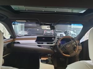Lexus ES 300h - Image 2